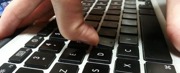 Comment démonter les touches du clavier d'un ordinateur portable ?